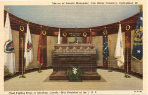 Linen postcard showing the interior of Lincoln's tomb after the remodeling in the 1930s.
