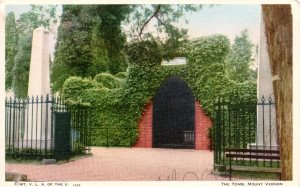 Postcard of Washington's tomb from 1932. One of the sarcophagi is visible.