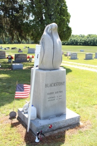 Monument to Harry Blackstone, Harry Blackstone Jr., and Harry Blackstone III
