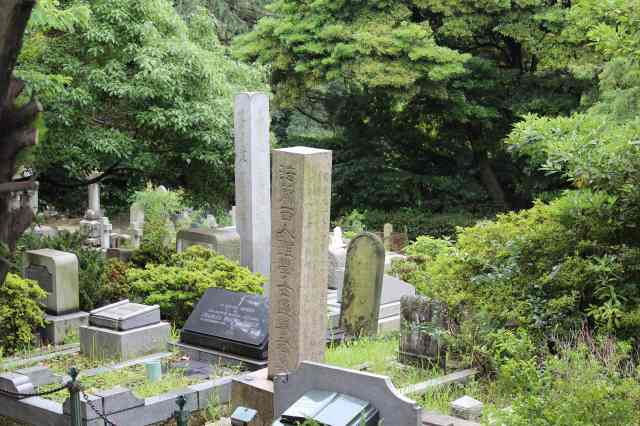I know I just used this photo the other night on the Yokohama Cemetery of the Week, but I wanted to talk a little more about it.